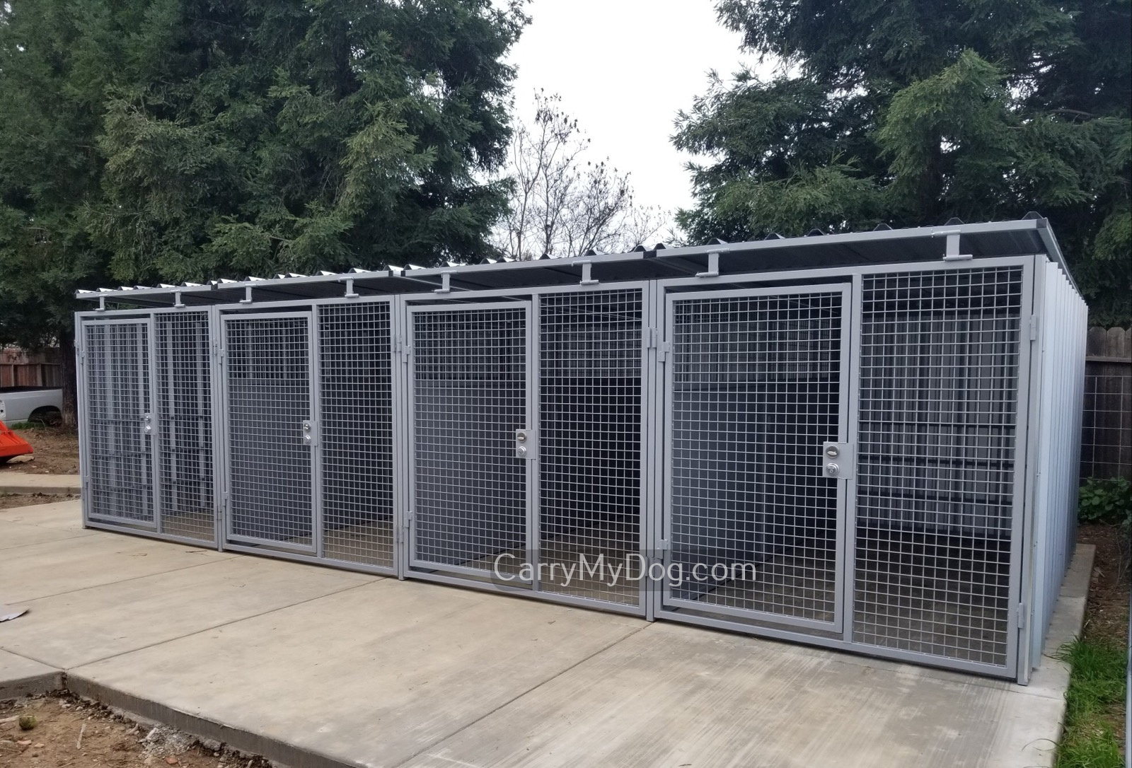 Xtreme-4-Run-Strongest-Outdoor-Dog-Kennel-from-Carrymydog.com